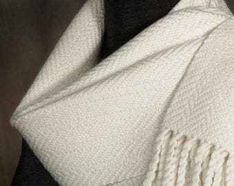 White scarf / Ivory / Woman's scarf / Man's scarf / Handwoven scarf / Winter scarf