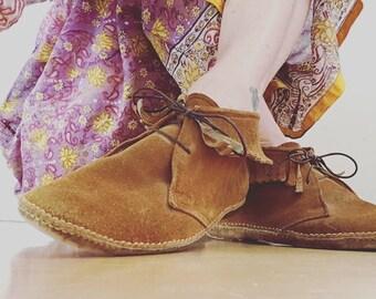 70s Vintage Moccasins Native American Chestnut Fringed Fringe Suede & Leather Desert Mocs Shoes  8.5