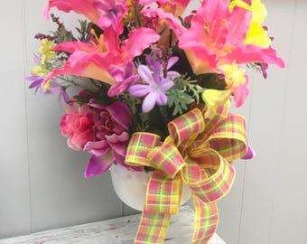 Spring Centerpiece, Easter centerpiece,Home decor, Spring Decor, Floral arrangement, Pink floral arrangement