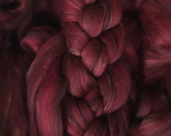 Darkness 4oz 80/20 Merino Bamboo blended roving top