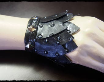 Armour Scale Lace Up Cuffs in Silver - Ready to Ship - Warrior Cosplay Metal Bracelet Gauntlet Huntress Dragon