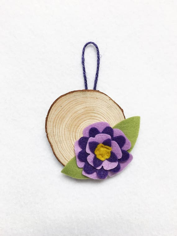 Flower Ornament, Hanging wood disc, Christmas Ornament, Party Favor, Anniversary Gift, Wedding Decoration, Nature Lovers