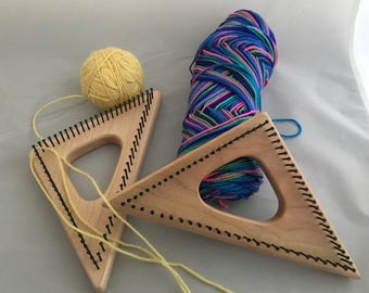 Small triangle loom