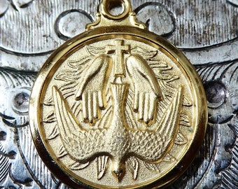 CLEARANCE SALE Gold Saint Patrick's Cathedral New York City Souvenir, Catholic Pendant With Holy Spirit Dove Ghost Religious Medal Miraculou