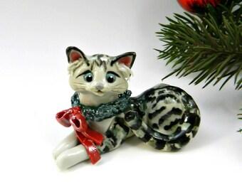 Silver Tabby Cat Christmas Ornament Figurine Wreath Porcelain