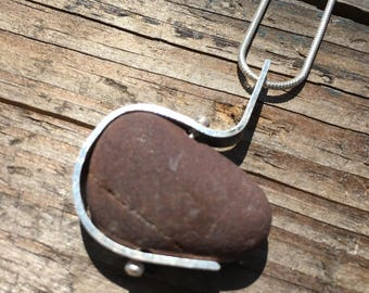 3/4 cradle beach stone necklace