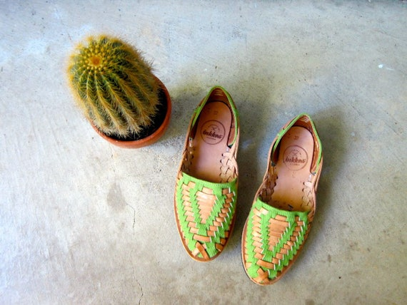 Green & Brown Leather Huaraches 90s Slip On Moccasins Boho Sandals Vintage Summer Natural Flats Woven Sandals Hippie Womens 37 / 7 - 7.5