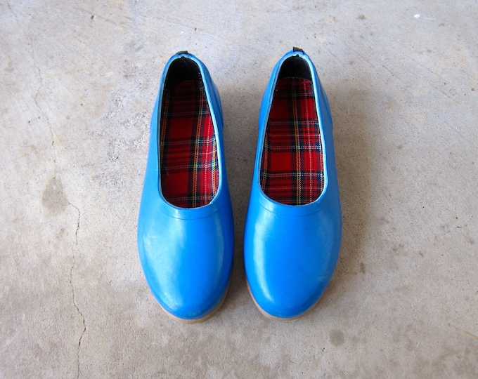 Vintage blue rubber shoes 80s waterproof slip on rain shoes Spring Summer low tops Shoes womens 8