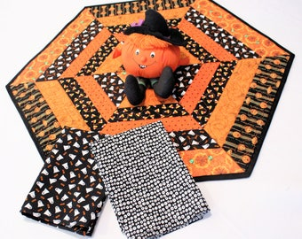 Halloween Table Runner Quilt and Ghost Napkins, Hexagon Quilted topper with Pumpkins, Ghosts and Spiders, Quiltsy Handmade Patchwork Quilt