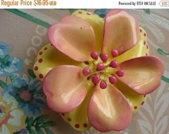 ONSALE Gorgeous Vintage Enamel Ruffled Flower Brooch
