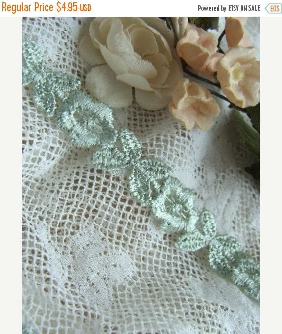 ONSALE 2 yards of Soft Green Luxurious Vintage Venice Lace Trim