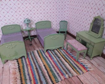 """Vintage Tootsietoy Metal Dollhouse Furniture - 7 Piece Bedroom Set in Green - 1930's - 1/2"""" Scale"""