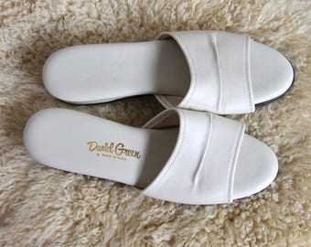 north park -- vintage classic cream vegan slides size 11