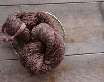 Super soft merino cashemere blend / yarn for knitting and crochetting / hand dyed with madder