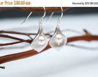 ON SALE Bridesmaid Jewelry Set of 5 Small Silver Calla Lily and Pearl Earrings