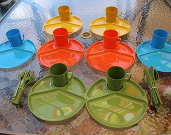 Vintage Retro 16+ Piece Picnic Dinner Lunch Set Divided Plates,Cups and Plastic Tableware #2