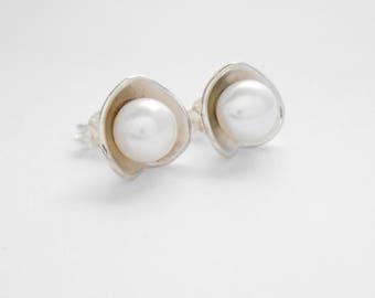 Classic white pearl Sterling Silver stud Earrings / Bali handmade jewelry / silver 925 / (#703m)