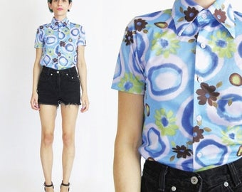 25% off Summer SALE 90s Grunge Daisy Shirt Club Kid Short Sleeve Top Psychedelic Floral Print Shirt Pointy Collar Shirt Blue Tie Dye Fitted