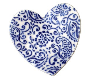 blue and white Ceramic heart wedding ring holder dish ringbearer pillow themed favours bearer porcelain / delft blue / cobalt oxide