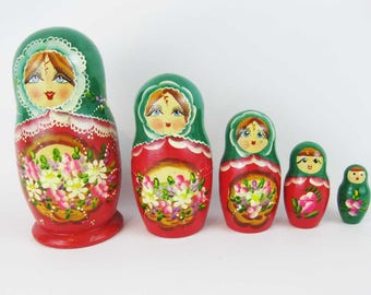 Vintage Russian Nesting Babushka Dolls 5 Piece Set Hand Painted Wood