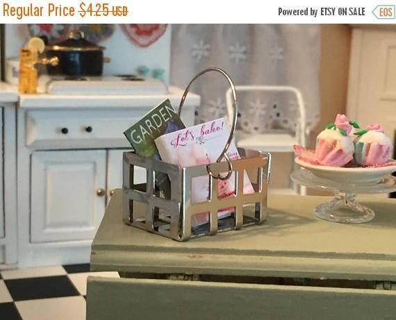ON SALE Miniature Metal Handle Basket, Mini Metal Crate, Dollhouse Miniature, 1:12 Scale, Dollhouse Accessory, Topper, Crafts