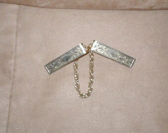 Vintage 1950's gold Sweater Guard Clip Chain