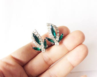 Kramer emerald green and silver tone rhinestones clip on earrings excellent condition