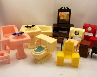 Lot Plastic Dollhouse Furniture 1950s Renwal Reliable Marx Assorted Scale