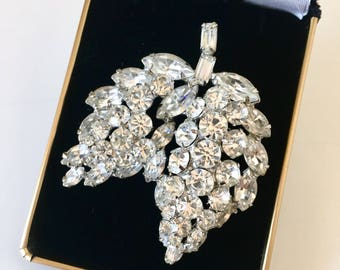 Vintage Weiss Clear Rhinestone Hanging Double Leaf Brooch