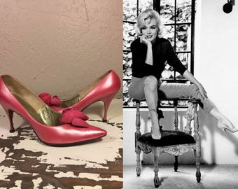 And Your Point Is? - Vintage 1950s Pearlized Mauve Rose Pink Leather Stilettos w/Nubuck Leather Rosette - 9.5