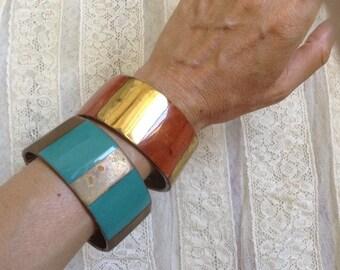 des années 1970 bracelets métal et émaillé et Pierre torquoise / tangerine