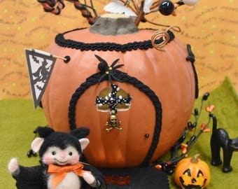 Needle Felted Halloween Mouse In Bat Costume!