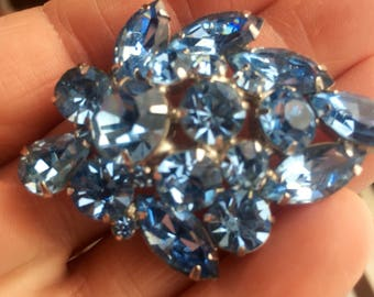 Gorgeous Vintage Sky Blue WEISS Brooch