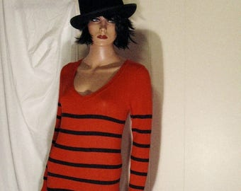 "This is an Awesome Derek Hart Designer Sweater   Black and Scarlet Striped V Neck Size ""Junior"" Large"