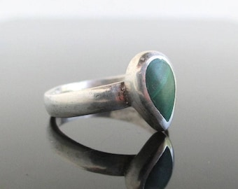 Vintage Sterling Silver & Malachite Ring - Southwest Tear Drop Shape, Size 6 1/4