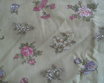 Floral Print on Biege Background Cotton Polyester Blend Fabric 2 1/3 Yards X1024