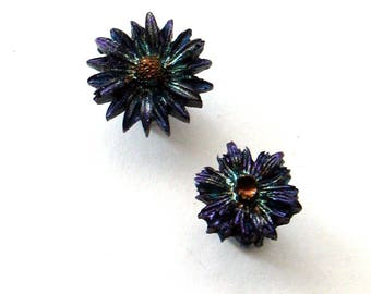 FIRE POLISHED resin daisy studs