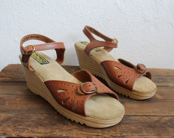 Women's 1970s 80s Chestnut Brown Leather Platform Wedge Sandals by Rapallo / Size 8