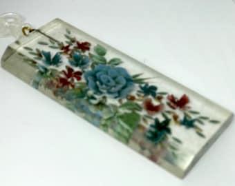 Vintage reverse carved lucite pendant necklace