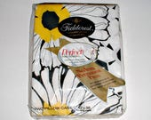 Fieldcrest Perfection Pillowcases Set in Package Vintage Daisies 1970's Flower Power  Yellow Black White New Old Stock Floral