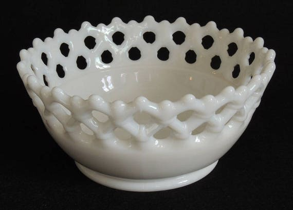 Vintage Milk Glass Lace Edge Bowl.. Rare Size 7.5 Inch