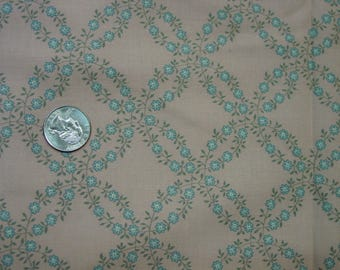 """Vintage Cotton Fabric Pretty Wedding Ring Pattern of Little Flowers 5 Yards 43"""" Wide Nice"""