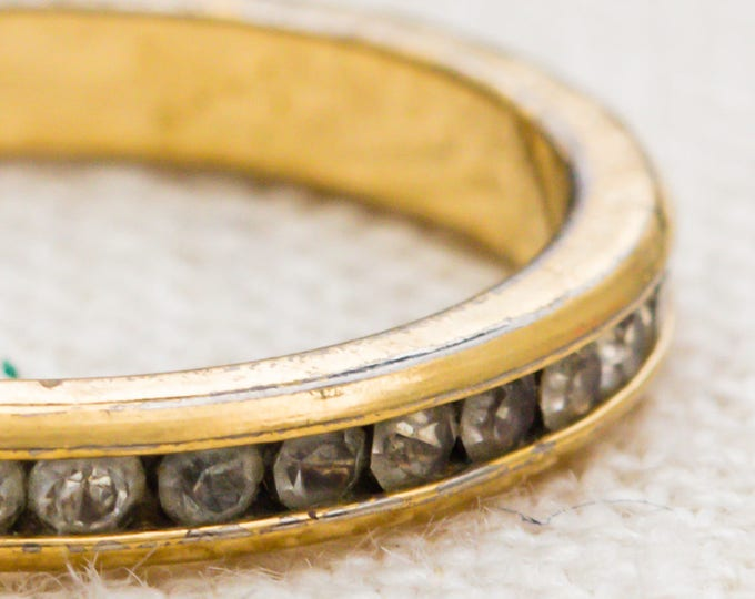 Rhinestone Eternity Band Vintage Ring Gold Metal Skinny US Womens Size 8 7RI