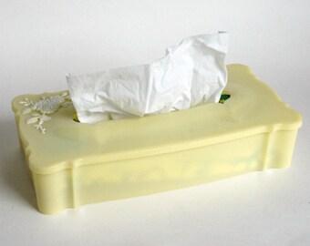 Vintage Tissue Holder, Kleenex Box Cover, Schwarz Yellow Plastic, Raised Flowers Floral, Mid Century Boudoir