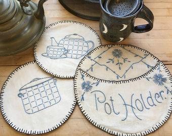 Vintage hand embroidered pot holder set