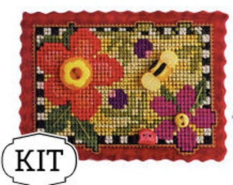 VAL'S STUFF Buttons in Bloom buttons perforated paper FREE cross stitch pattern Just Another Button Company
