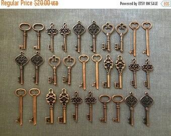 ON SALE Keys to the World - Skeleton Keys - 30 x Large Vintage Keys Antique Copper Skeleton Key Skeleton Keys For Wedding Wedding Favour Key