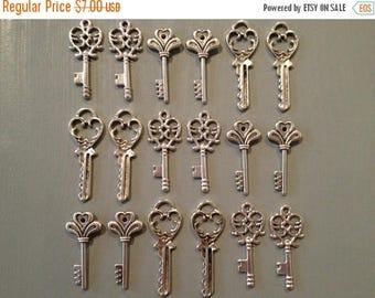 ON SALE The Lost Keys - Skeleton Keys - 30 Antique Silver Vintage Skeleton Keys Small Key Charms Set