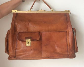 Beautiful vintage brown or cognac colored leather travelbag or weekender