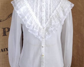 Romantic Jessica's Gunnie's blouse lace